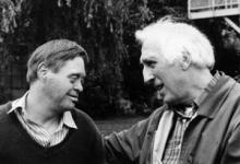 Jean Vanier et une personne handicapée