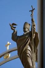 Statue de Jean-Paul II devant le Sanctuaire de la Divine Miséricorde (Cracovie)